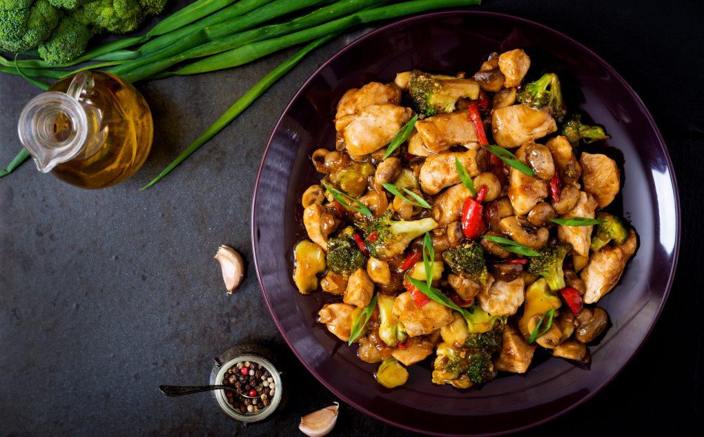 Piletina sa povrćem u sosu od đumbira